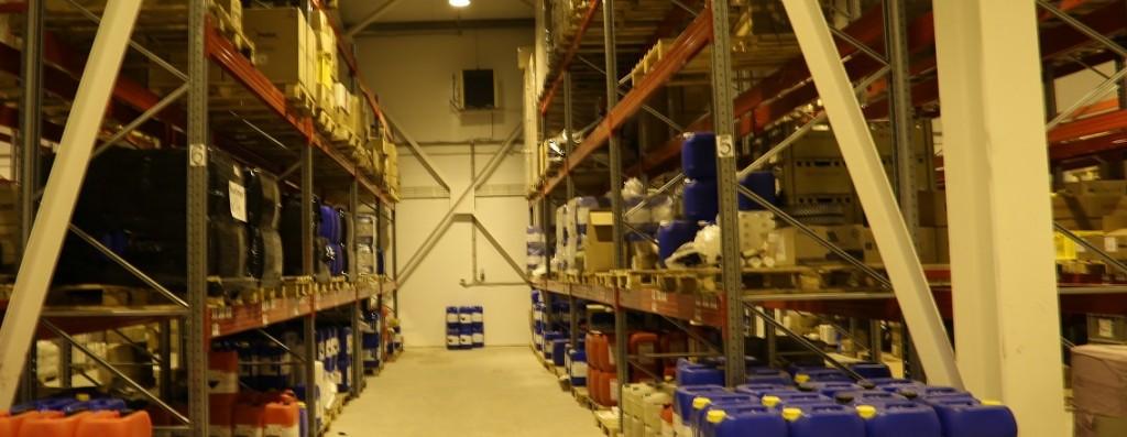 Аквилон Вологда - внутри склада, стелажи с грузами на ответственном хранении
